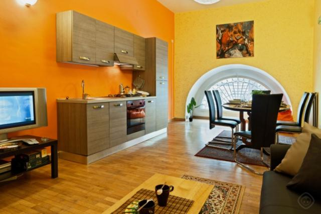 Roman Holidays Apartment Rome | Train Station Area